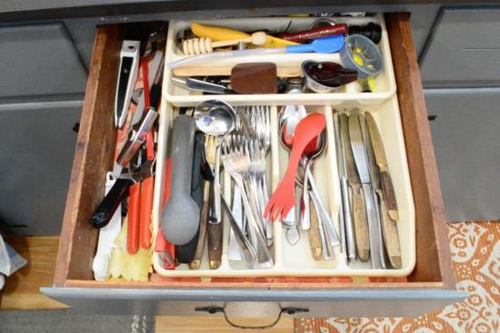 old plastic utensil organizer